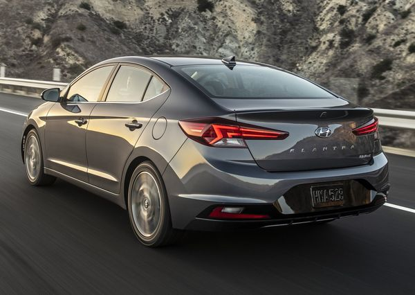 Hyundai-Elantra-2019 (14)