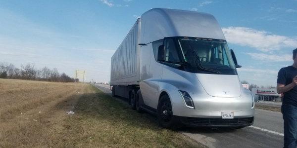 Tesla Semi (2)