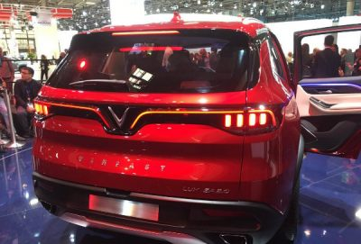 092efee2-vinfast-suv-sedan-paris-debut-4